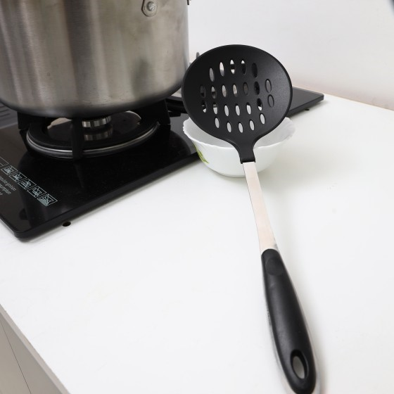 Nylon Skimmer with Steel Handle - Slotted Skimmer Spoon with Long Handle for Kitchen Frying Food, Pasta, Spaghetti, Noodle, Fries - Hot Pot Net Drainer/Strainer Ladle Strimmer