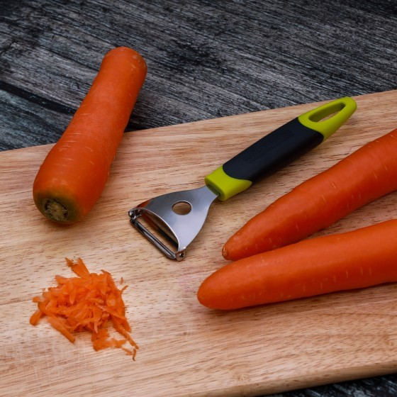 S S Y Peeler with ABS handle